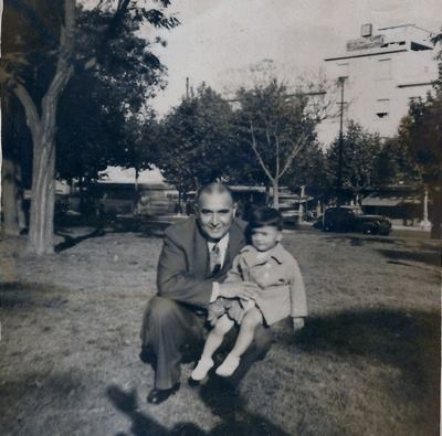 Alejandro Carlos Biondini, de niño, junto a su padre, Héctor Carlos Biondini