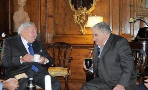 José Mujica, ex presidente de Uruguay, reunido en Nueva York con David Rockefeller. En ese encuentro acordaron la plantación legal de marihuana en el vecino país (Foto: Diario El País - España)